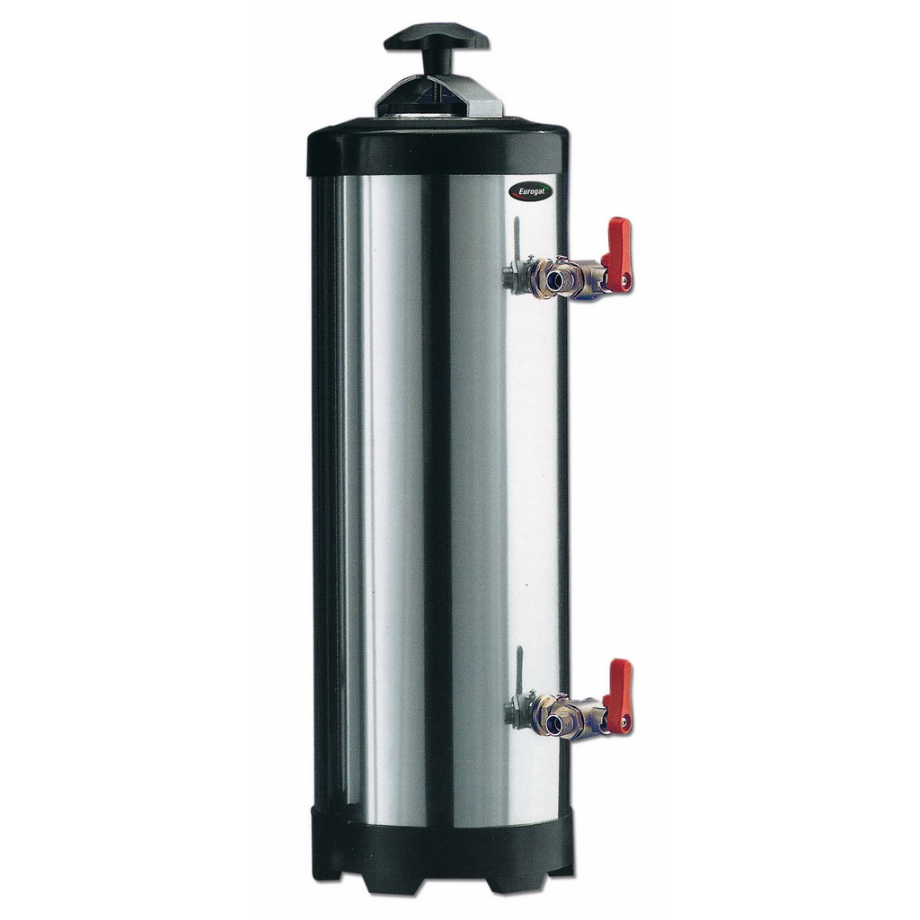 Water softeners with manual or automatic resin regeneration